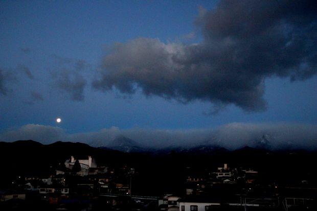 29,2,12満月と連山1-5b.jpg