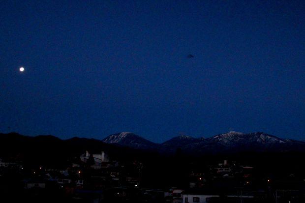 29,2,13  満月と連山1-1b.jpg