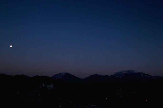 29,2,13  満月と連山1-7b.jpg