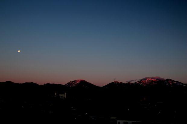 29,2,13  満月と連山1-9b.jpg