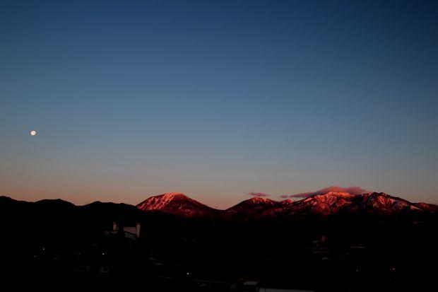 29,2,13  満月と連山2-3b.jpg