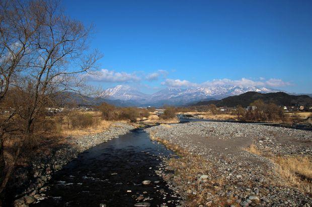 29,4,3 雪の連山芽ぶきの大谷川1-6 b.jpg