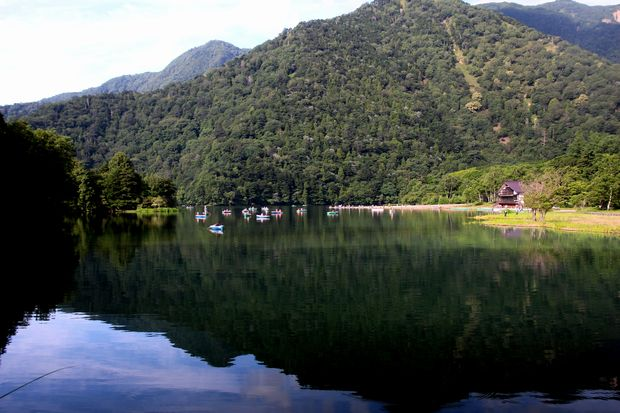 29,8,5 湯の湖の鏡像1-1b.jpg