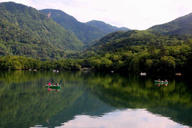 29,8,5 湯の湖の鏡像1-9b.jpg