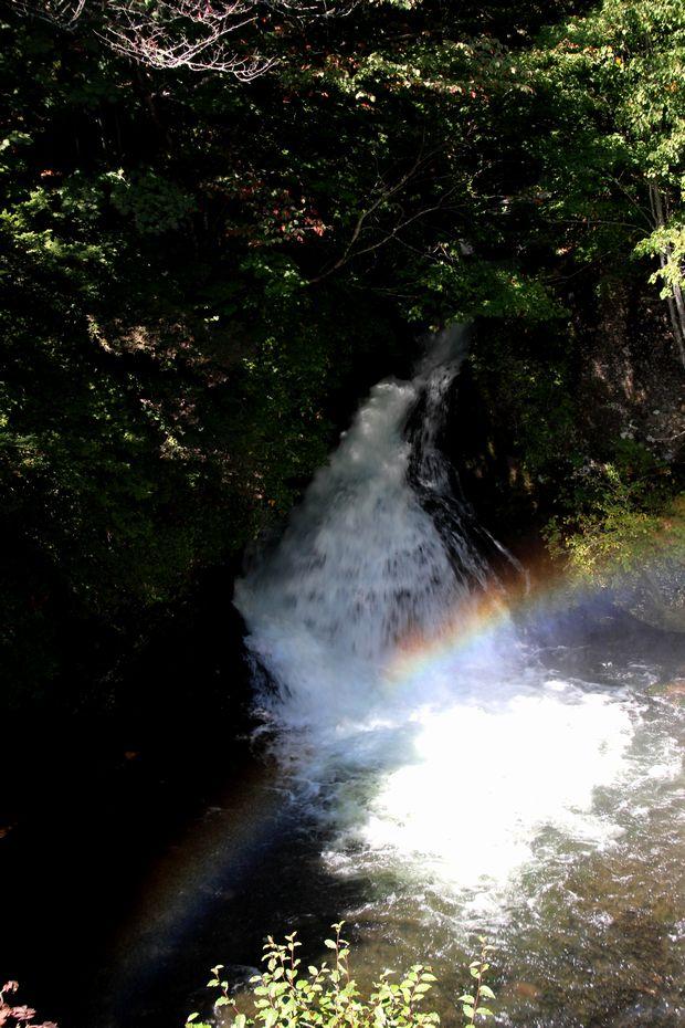 29,9,24竜頭の滝の虹1-5b.jpg