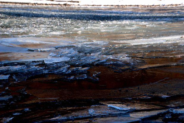 30,2,11中禅寺湖の氷と男体山2-9b.jpg