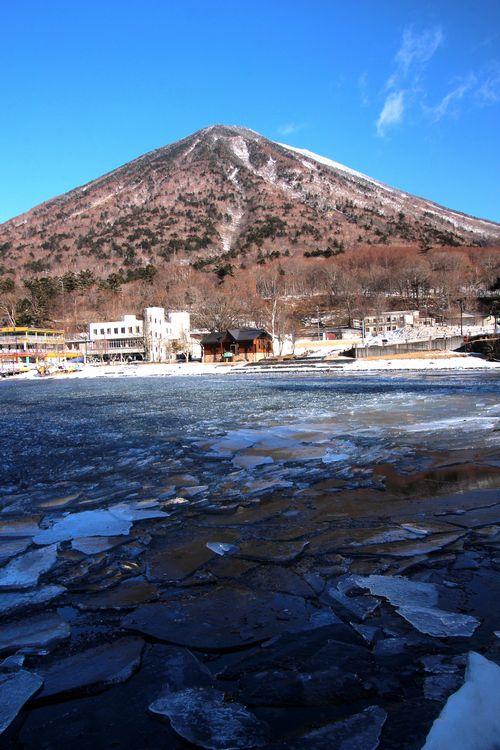 30,2,11中禅寺湖の氷と男体山3-4b.jpg