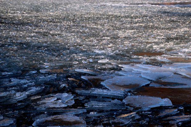 30,2,11中禅寺湖の氷と男体山3-5b.jpg