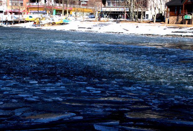 30,2,11中禅寺湖の氷と男体山3-9b.jpg
