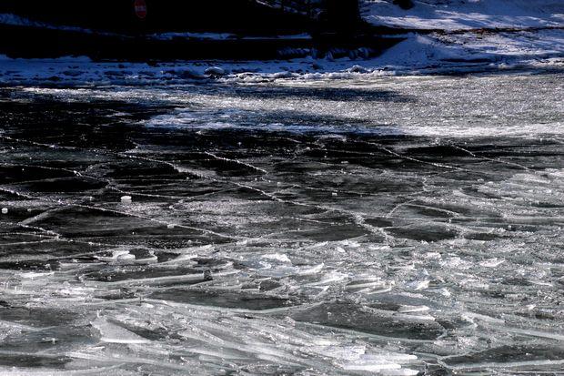 30,2,11中禅寺湖の氷と男体山5-3b.jpg