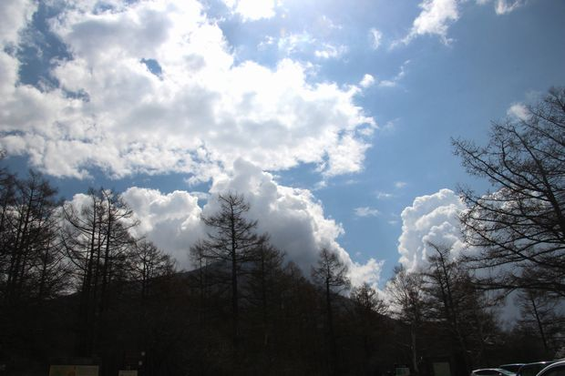 1,5,4 男体山と巨大夏雲1-2b.jpg