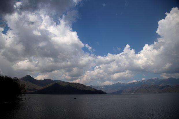 1,5,4 男体山と巨大夏雲1-5b.jpg