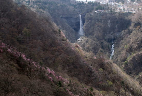 20,5,4 華厳、白雲の滝とヤシオ2b.jpg