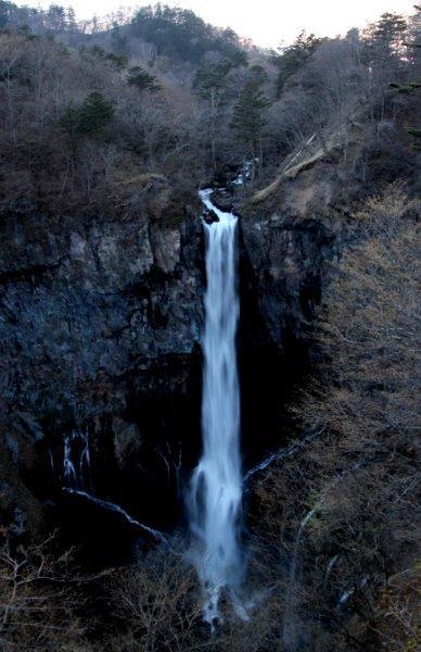 27,5,1 夜の華厳の滝1-1.jpg