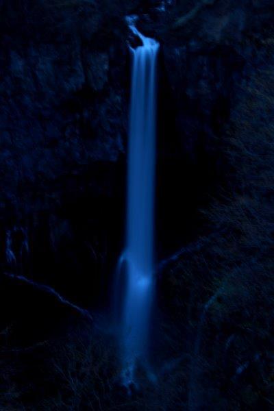 27,5,1 夜の華厳の滝1-3.jpg