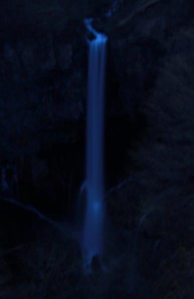 27,5,1 夜の華厳の滝2-1.jpg