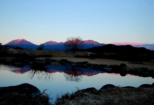 28,12,07日の出の連山鏡像2-2b.jpg