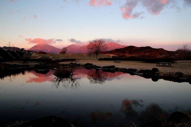 28,12,08日の出の連山鏡像3-4b.jpg