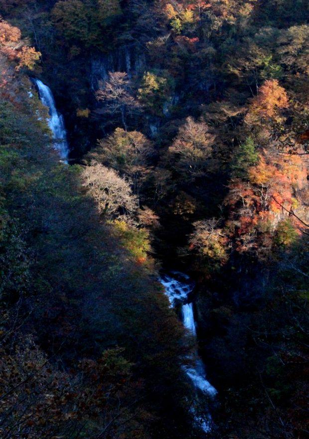 29,11,3霧降の滝の紅葉4-3'b.jpg