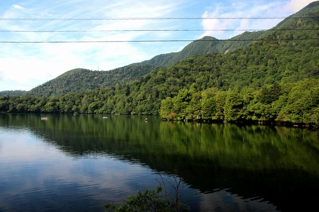 29,8,5 湯の湖の鏡像1-4b.jpg