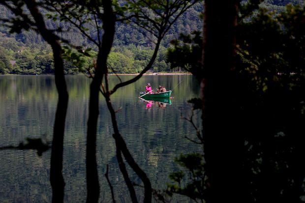 29,8,5 湯の湖の鏡像1-7b.jpg