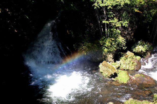 29,9,24竜頭の滝の虹1-8b.jpg