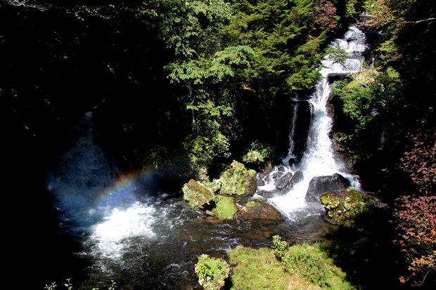 29,9,24竜頭の滝の虹2-2b.jpg