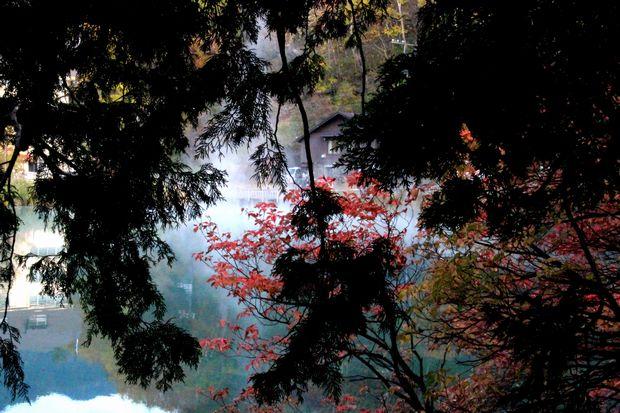 30,10,14湯の湖の紅葉2-9b.jpg
