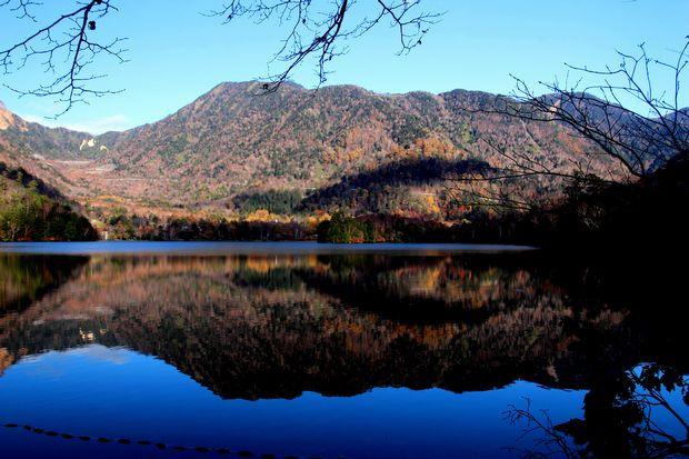 30,10,28 湯の湖の紅葉1-3b.jpg