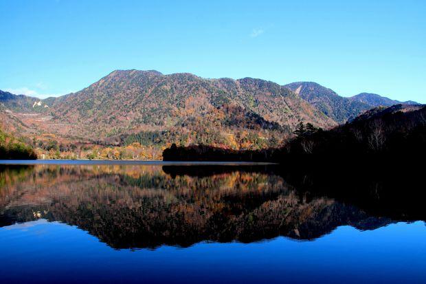 30,10,28 湯の湖の紅葉1-4b.jpg