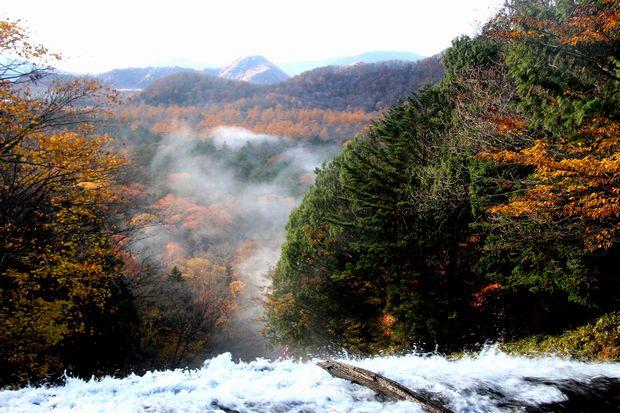 30,10,28 湯滝の紅葉とけあらし1-6b.jpg