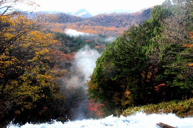 30,10,28 湯滝の紅葉とけあらし1-8b.jpg
