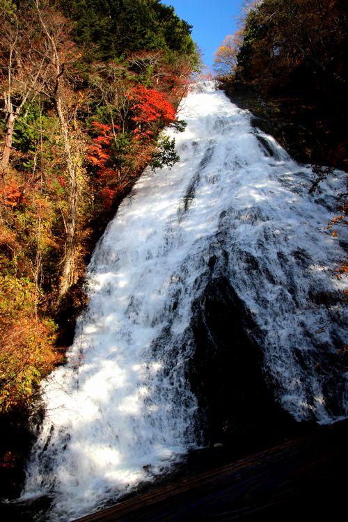 30,10,28 湯滝の紅葉とけあらし3-5b.jpg