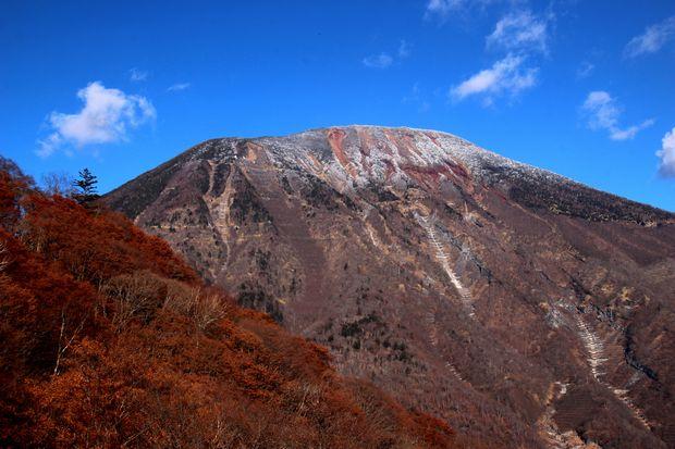 30,12,1 男体山 嵐の朝1-3b.jpg
