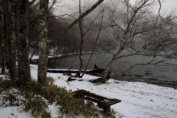 30,12,9 吹雪く湯の湖1-3b.jpg