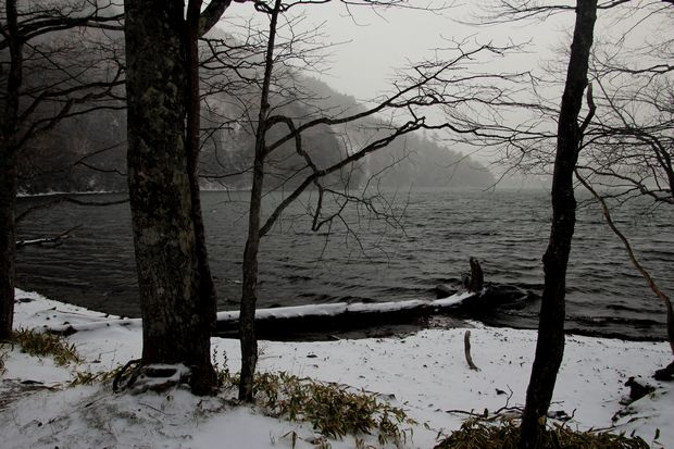 30,12,9 吹雪く湯の湖1-4b.jpg
