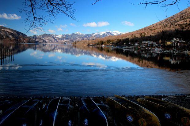 31,1,14中禅寺湖の氷と男体山、白根山1-1b.jpg