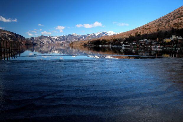31,1,14中禅寺湖の氷と男体山、白根山1-3b.jpg