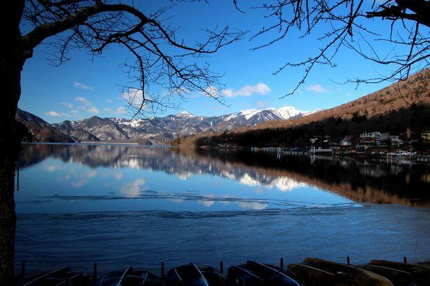 31,1,14中禅寺湖の氷と男体山、白根山1-7b.jpg