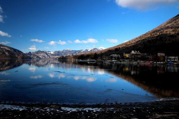 31,1,14中禅寺湖の氷と男体山、白根山2-6b.jpg