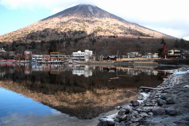 31,1,14中禅寺湖の氷と男体山、白根山3-1b.jpg