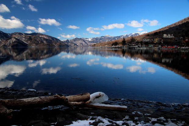 31,1,14中禅寺湖の氷と男体山、白根山3-8b.jpg